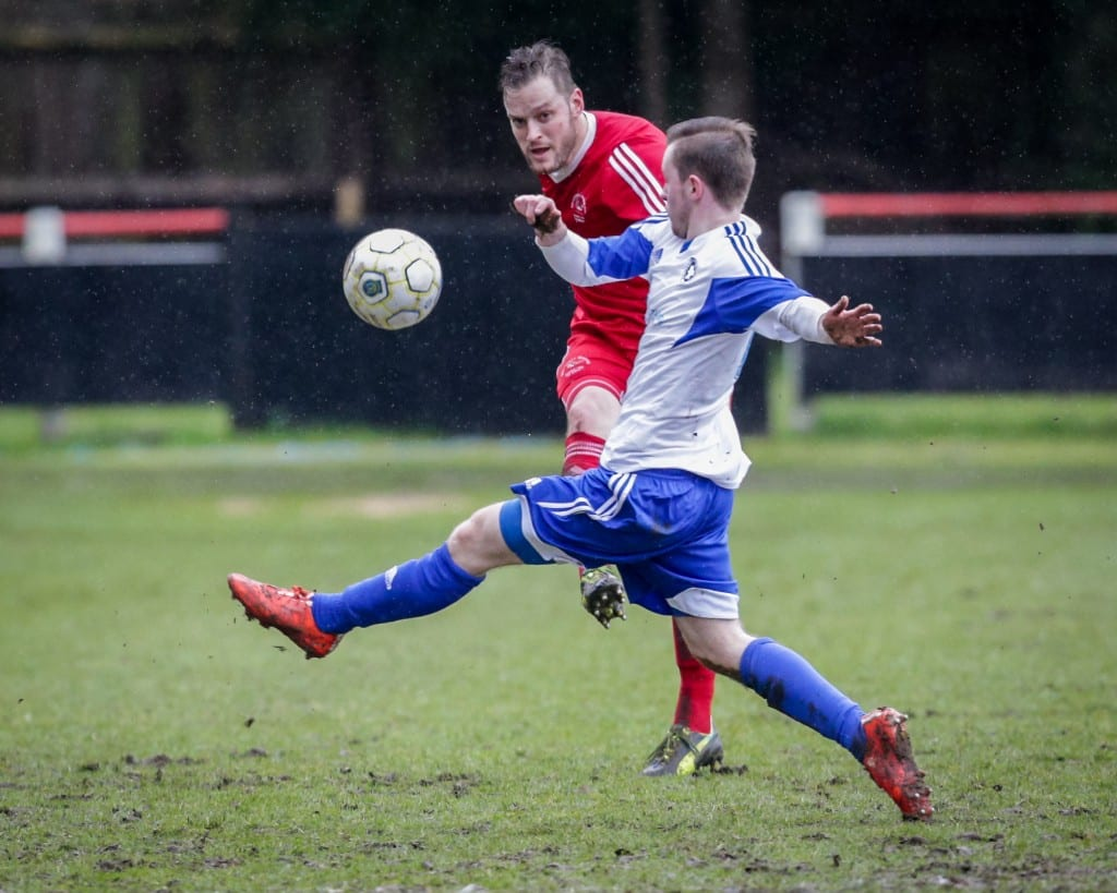 Damien Smith. Bracknell Town vs Briscombe & Thrupp. Photo: Neil Graham.