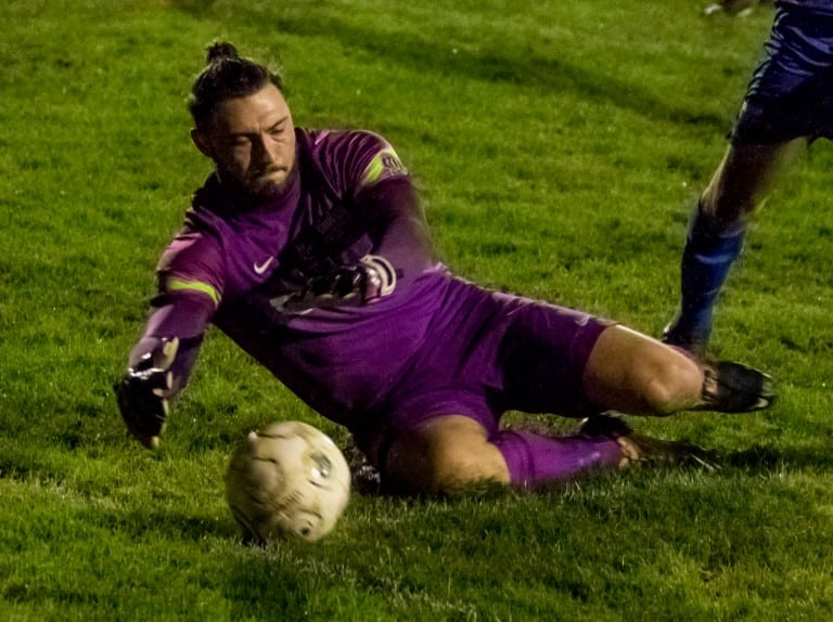 Binfield goalkeeper Nathan Silver. Photo: Neil Graham.