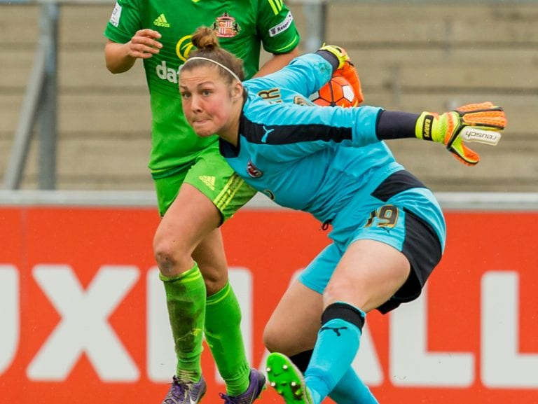 Mary Earps thows the ball out. Photo: Neil Graham.