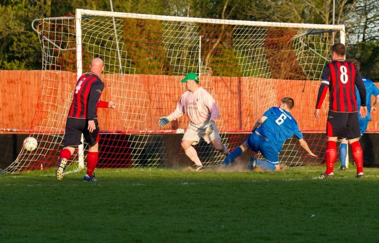 Matt Davis scores for Binfield in the Fielden Cup Final - 4th May 2016. Photo: Colin Byers.