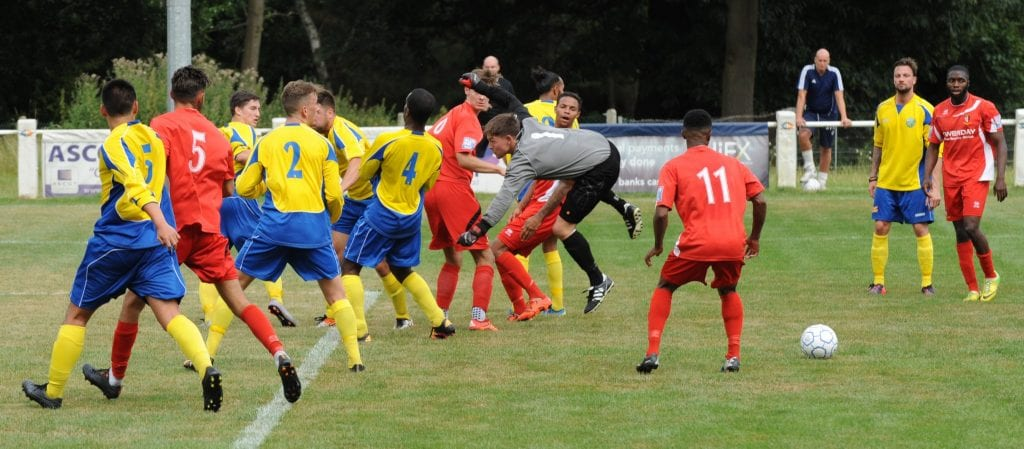 Action from Ascot United vs Hayes & Yeading United. Photo: Mark Pugh.