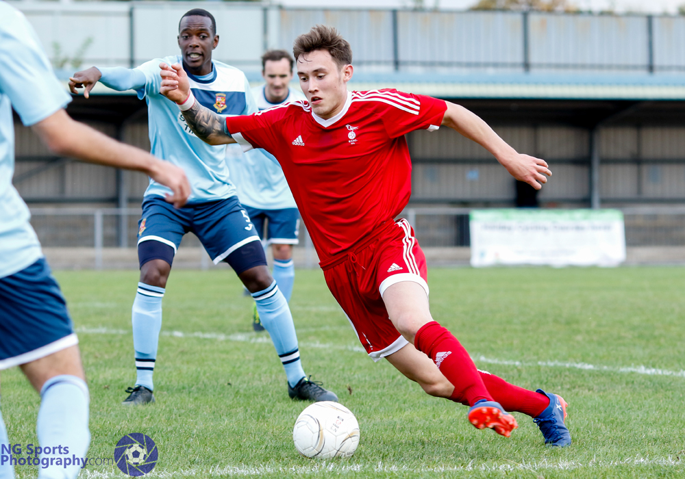 Joe Grant in full flow for Bracknell Town FC. Photo: Neil Graham.