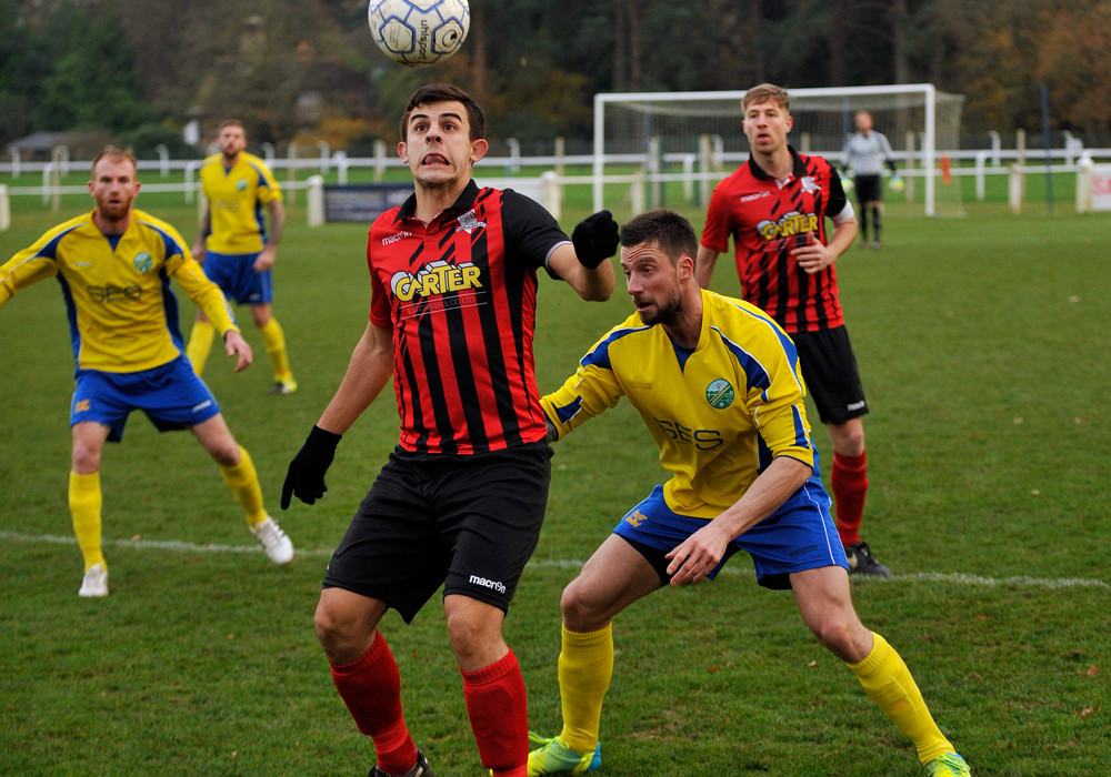 Ascot United vs Longlevens AFC. Photo: Mark Pugh.