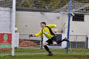 Chris Adams in goal for Finchampstead. Photo:Mark Pugh.