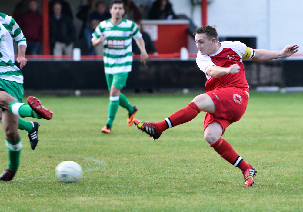 Sam Lawrence playing for Bracknell Town against Thame United in 2014. Photo: Connor Sharod-Southam.
