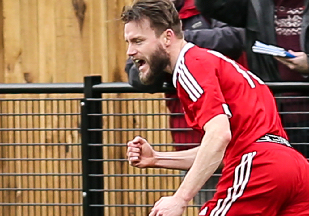 Bracknell Town striker Ian Davies. Photo: Neil Graham.