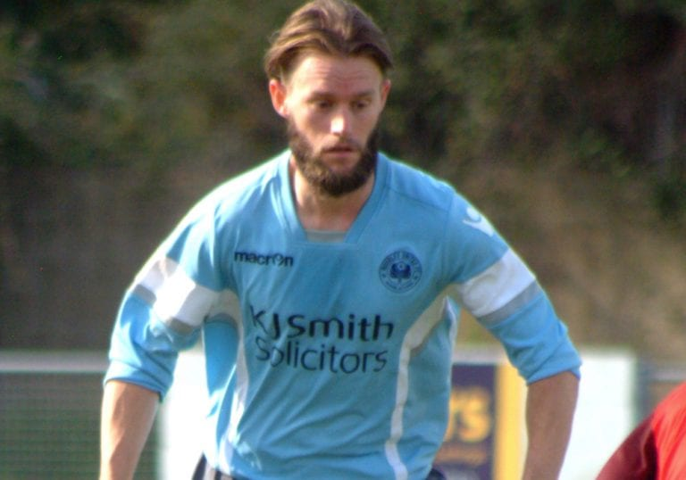 Woodley United's Ian Davies. Photo: Peter Toft.