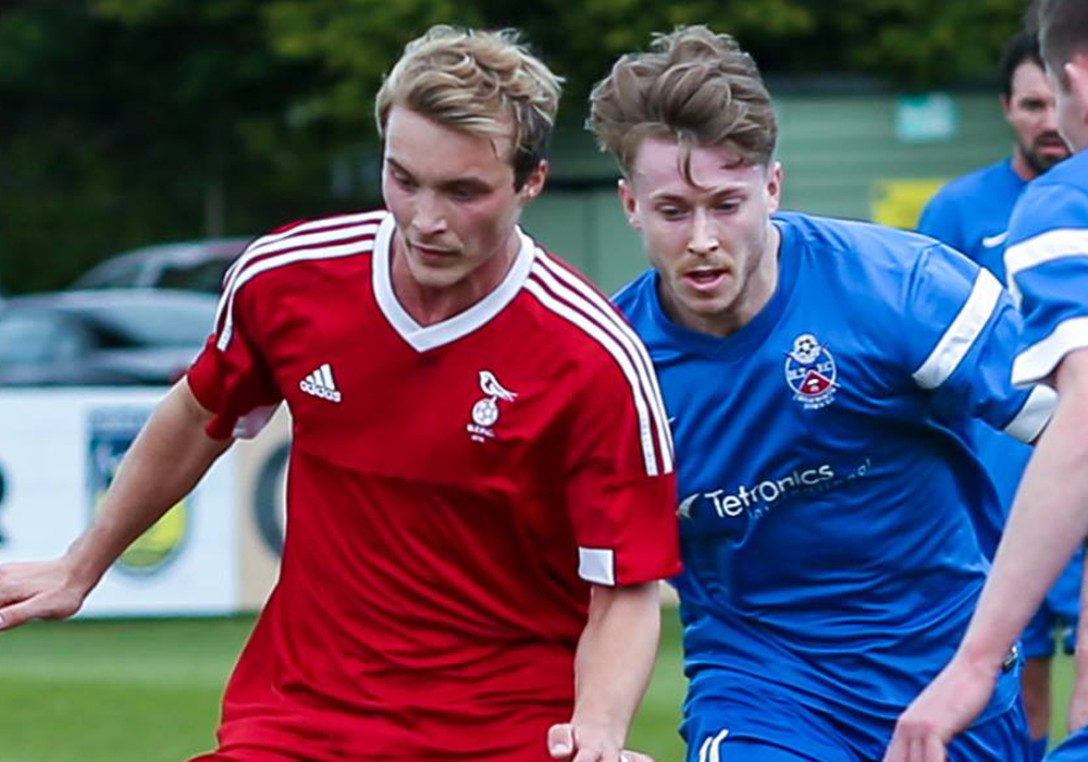 Kennie Chamberlain takes on Highworth Town for Bracknell Town. Photo: Neil Graham.