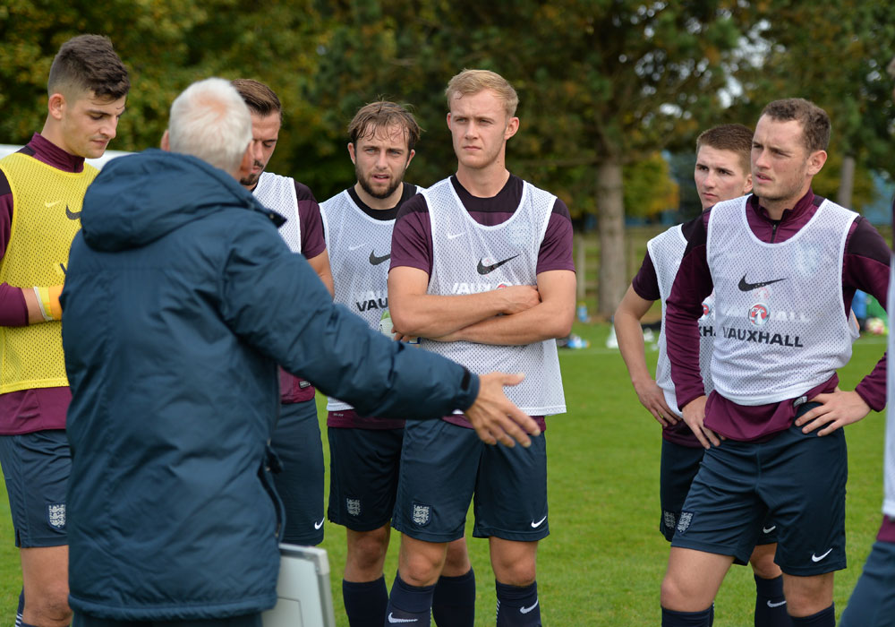 Sam Barratt receives instructions from Paul Fairclough. Photo: David Loveday.
