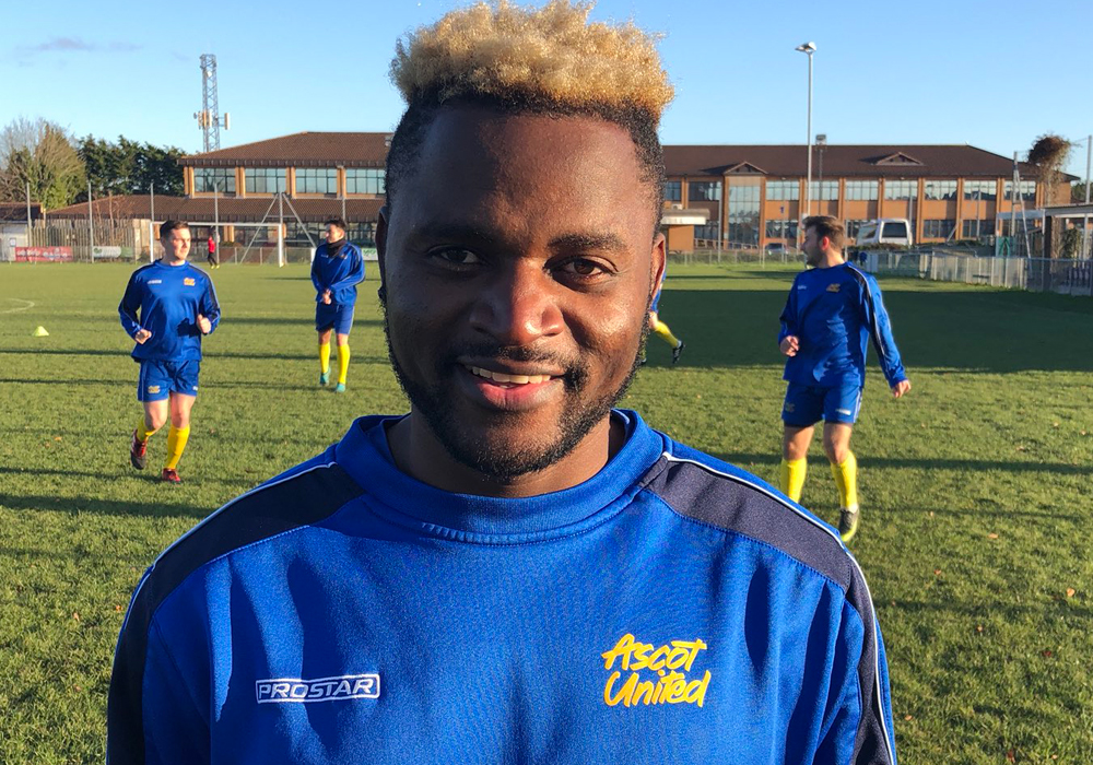Ascot United sign international forward plus ALL of the Hellenic League transfers 23/11/2017 to 30/11/2017