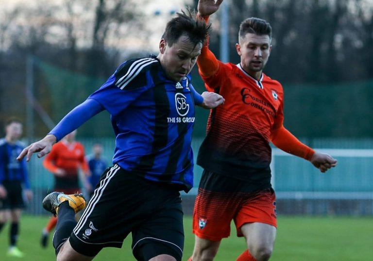 Bracknell Town's Carl Withers takes on the Lordswood defence in the FA Vase Third Round. Photo: Neil Graham.