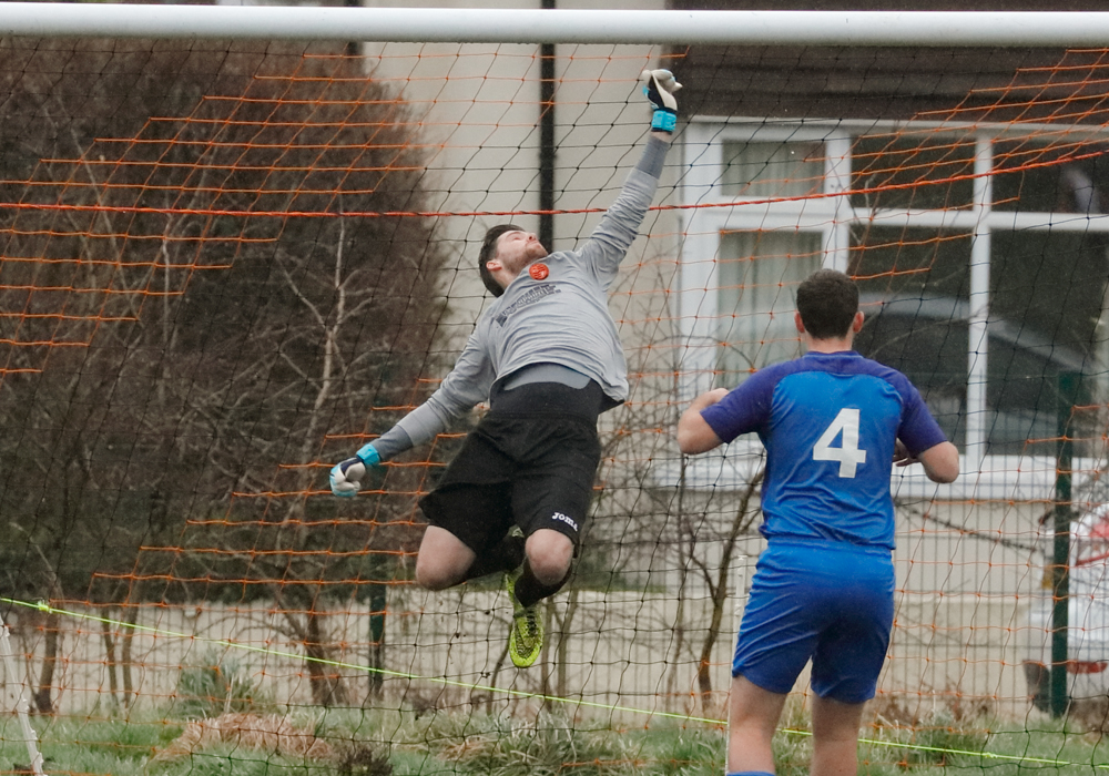 Sean Woodward makes a save for Wokingham & Emmbrook. Photo: Graham Tabor.