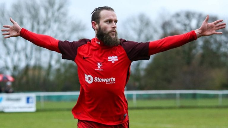 Binfield FC striker Ian Davies. Photo: Neil Graham.