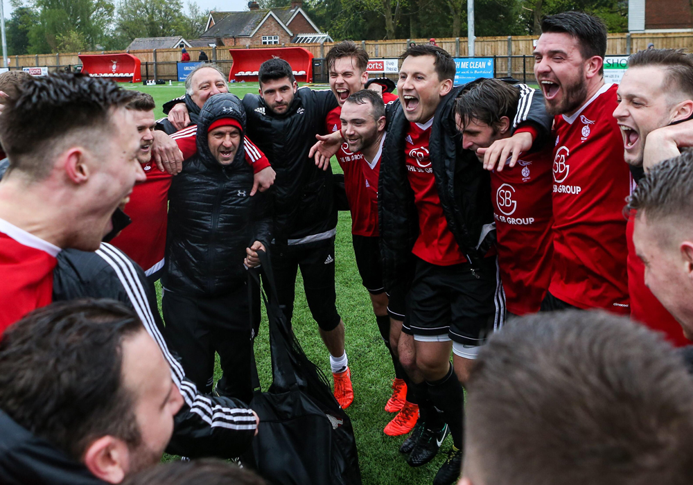 Bracknell Town celebrate promotion. Photo: Neil Graham.