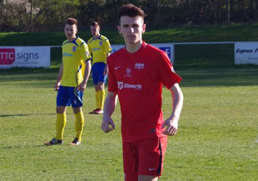 Ewan Lynch playing for Binfield. Photo: James Green.