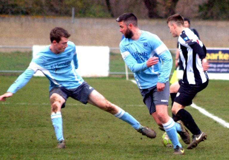 Woodley United vs Pewsey Vale. Photo: Peter Toft.