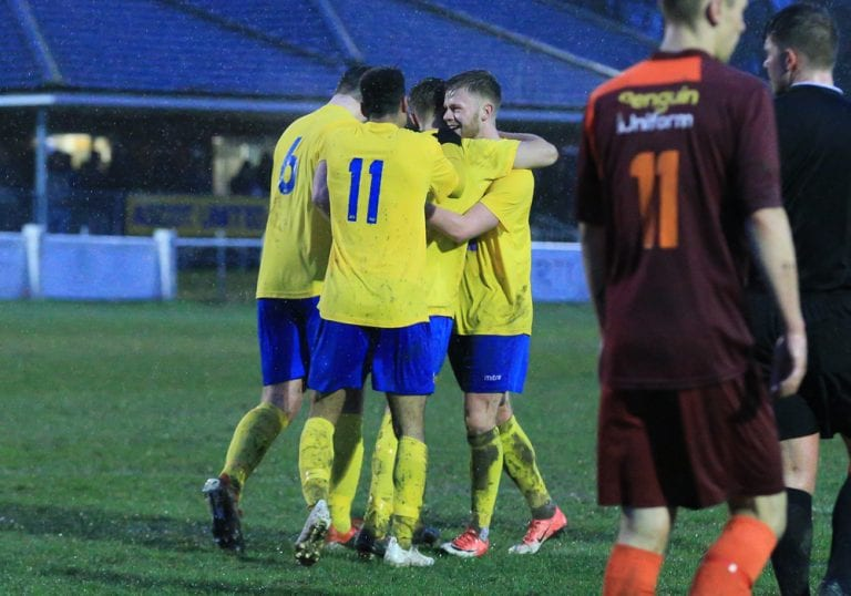 Ascot United celebrate. Photo: Robert Mack/Shooting Stars.