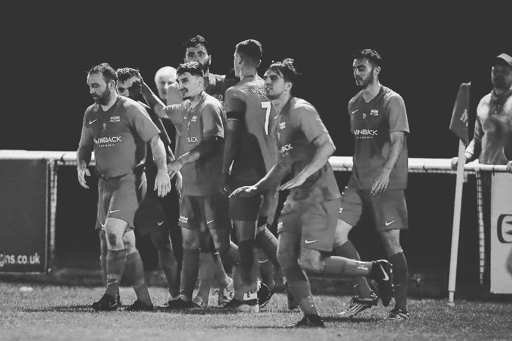 Binfield celebrate. Photo: Neil Graham / ngsportsphotography.com