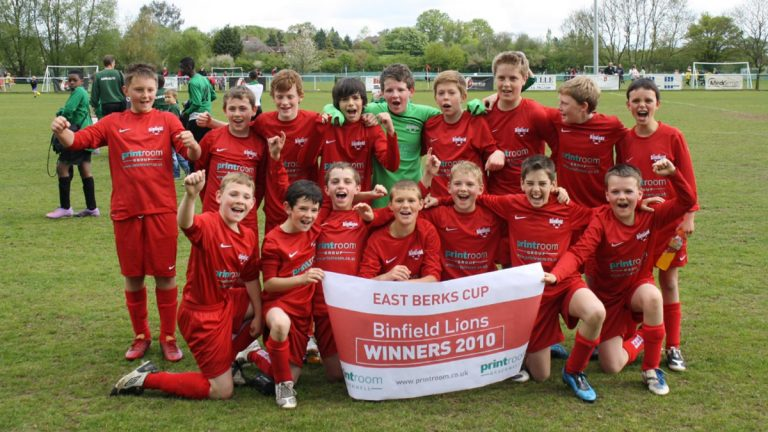 Connor Hall (front row, far left) in the Binfield FC Lions under 12 side. Photo: Artur Periquito.