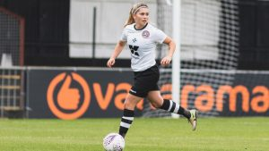 Nicole Barrett in action for Maidenhead United. Photo: Darren Woolley / darrenwoolley.photos