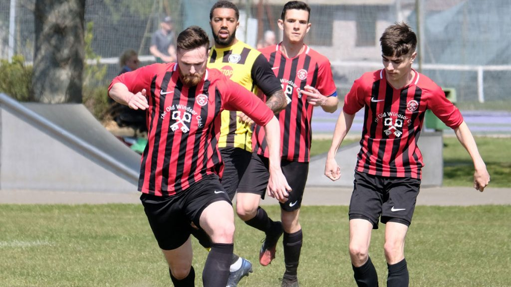 Action from Old Windsor vs Britwell. Photo: Andrew Batt.