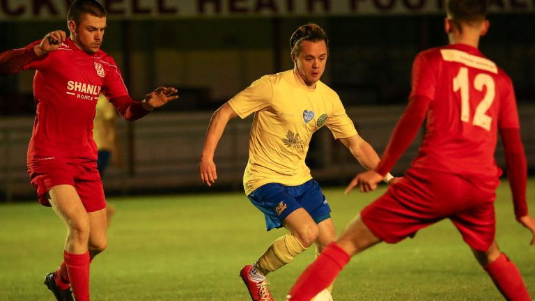 George Lock on the ball for Ascot United. Photo: Neil Graham / ngsportsphotography.com