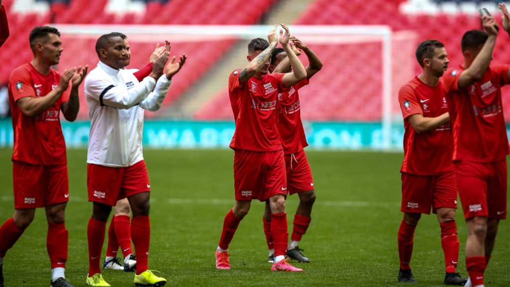 Binfield players applaud their supporters at Wembley. Photo: Neil Graham / ngsportsphotography.com