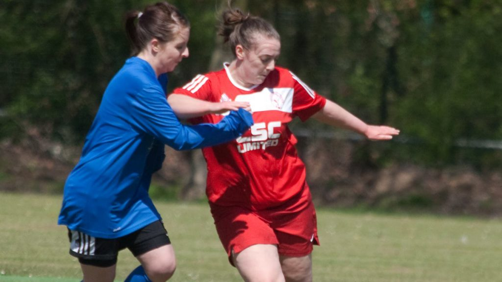 Abi Dixon (right) playing for Bracknell Town Ladies Reserves. Photo: Garry K Mann.