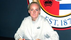 Chloe Peplow signs for Reading FC Women. Photo by Reading FC.