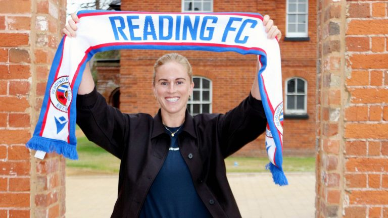 Natasha Dowie signs for Reading FC Women. Photo by Reading FC.