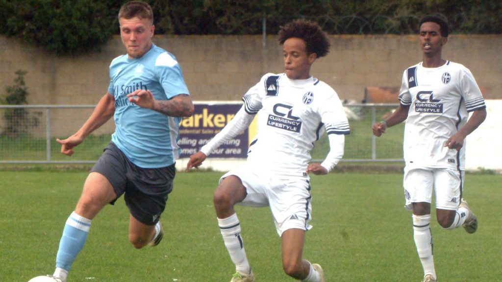 Ben Anderson in action for Woodley United. Photo: Peter Toft.
