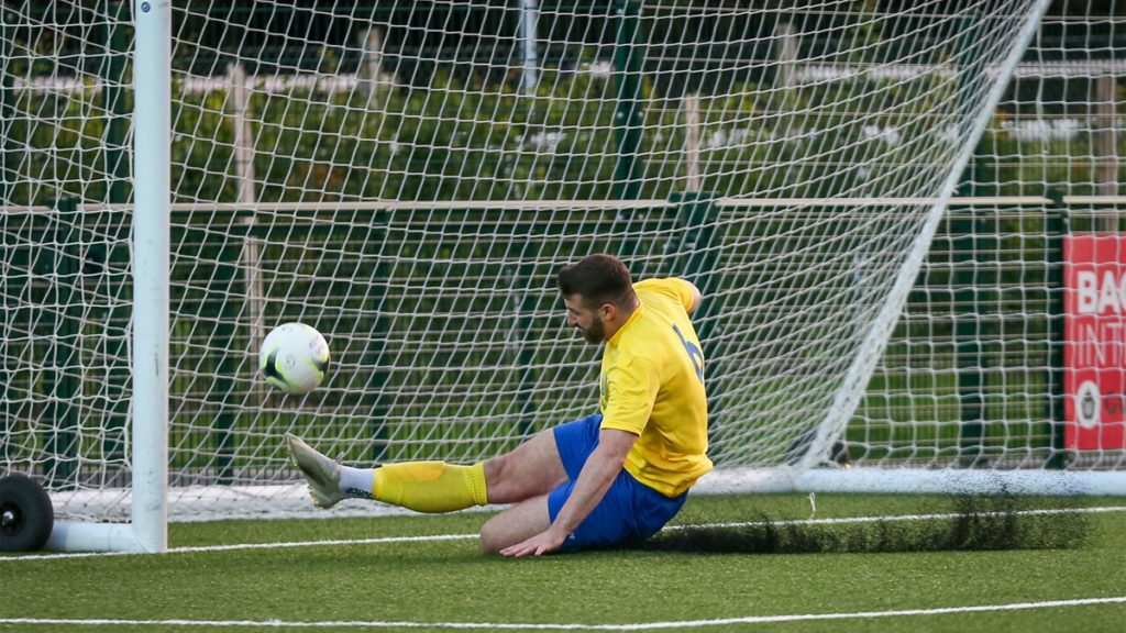 Chris Ellis makes a goal line clearance for Ascot United. Photo: Neil Graham / ngsportsphotography.com