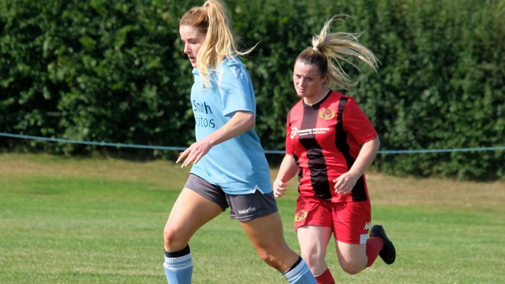 Isabel Davis for Woodley United in their opening game of 2021/22 against Winchester City Flyers Photo: Andrew Batt / contentello.smugmug.com