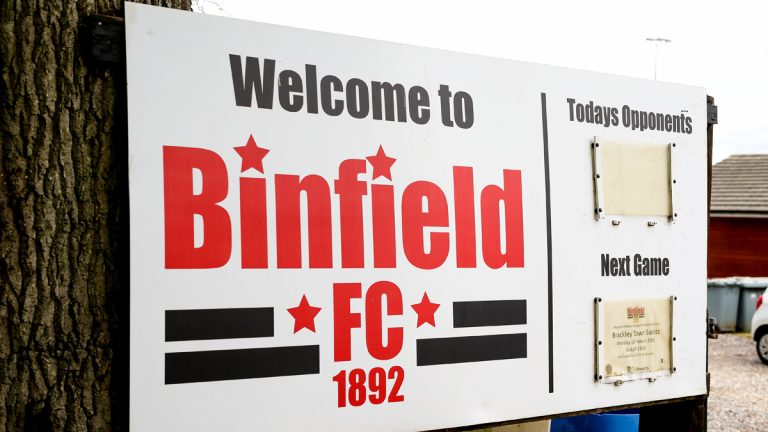 Welcome to Binfield FC. Photo: Neil Graham / ngsportsphotography.com